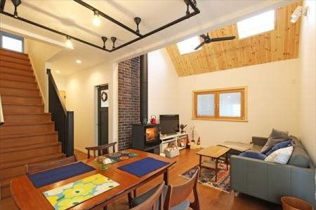 livingroom_swedenhome_bigroof_15 (3 )