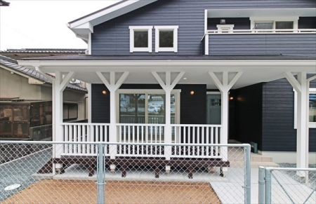 coveredporch1_swedenhome_surfershouse03.jpg