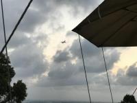 離陸した飛行機が見える190915