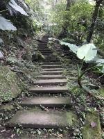 急な登り階段200101