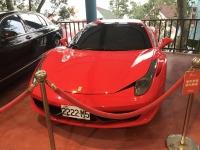 赤のフェラーリは2222ナンバー200128