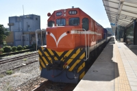 大武で休むディーゼル機関車200110