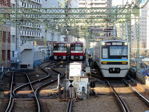 京急品川駅の泉岳寺寄り。当駅止まりの列車用の引上線が2本設置されており、通称「新品川」と呼ばれている。