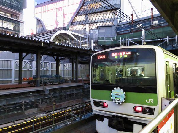渋谷駅に停車中の山手線E231系500番台。E231系は渋谷駅再開発の完成を見届けることなく今月末をもって山手線を去る。
