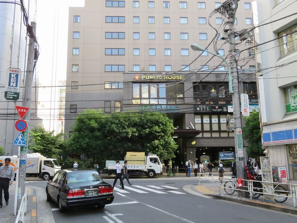 埼京線ホーム南端にある新南口。JR東日本のビジネスホテルチェーン「ホテルメッツ渋谷」が併設されている。