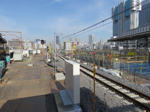 先に切り替えられた線路と同様東京寄りは下り線側に向けてカーブしている。
