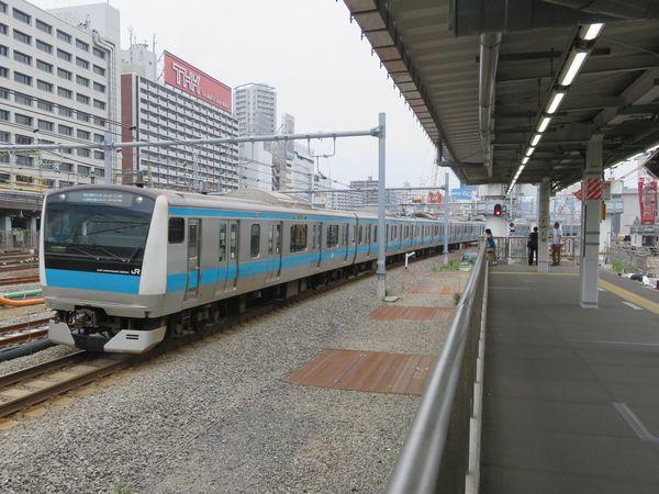 新車両基地に向かってカーブしている京浜東北線南行。