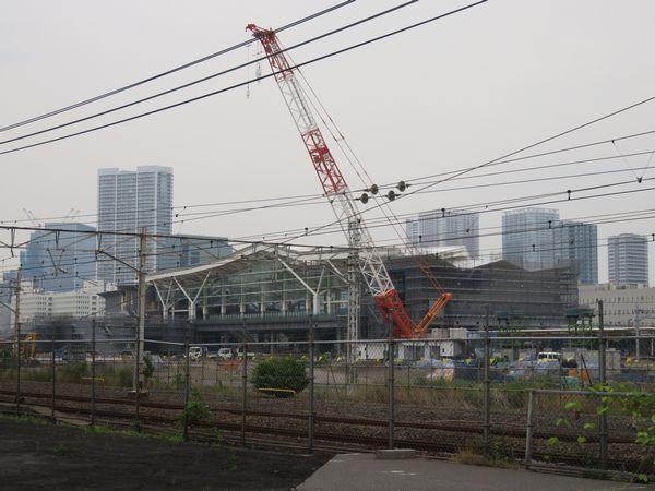 建設中の高輪ゲートウェイ駅。