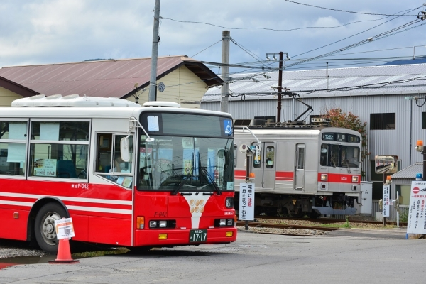 2019年10月20日 上田電鉄別所線 下之郷 1000系1001編成/電車代行バス 上田バスF-042号車