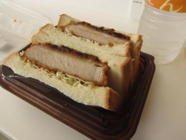 三元豚の厚切り」ロースサンド