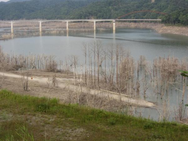 シューパロ湖・新白銀橋