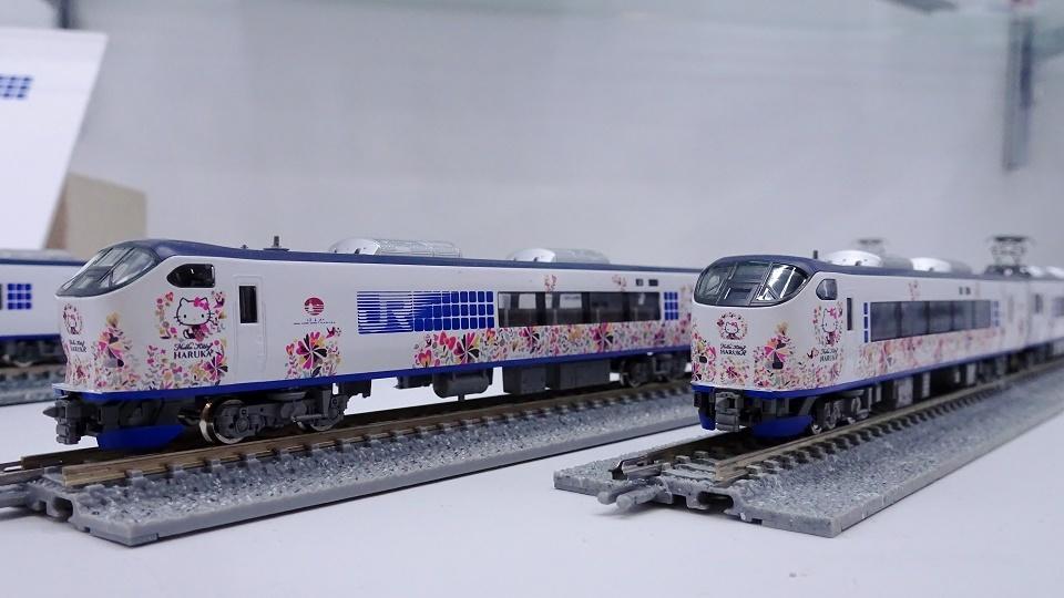 JR 281系特急電車(ハローキティ はるか・Butterfly)