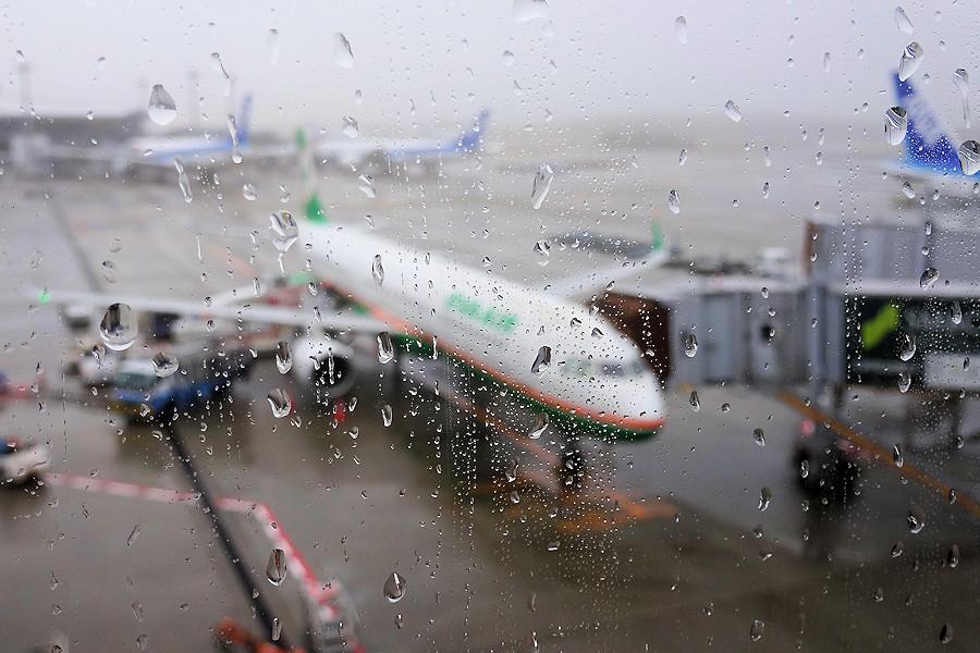 20200108-10_雨の成田空港
