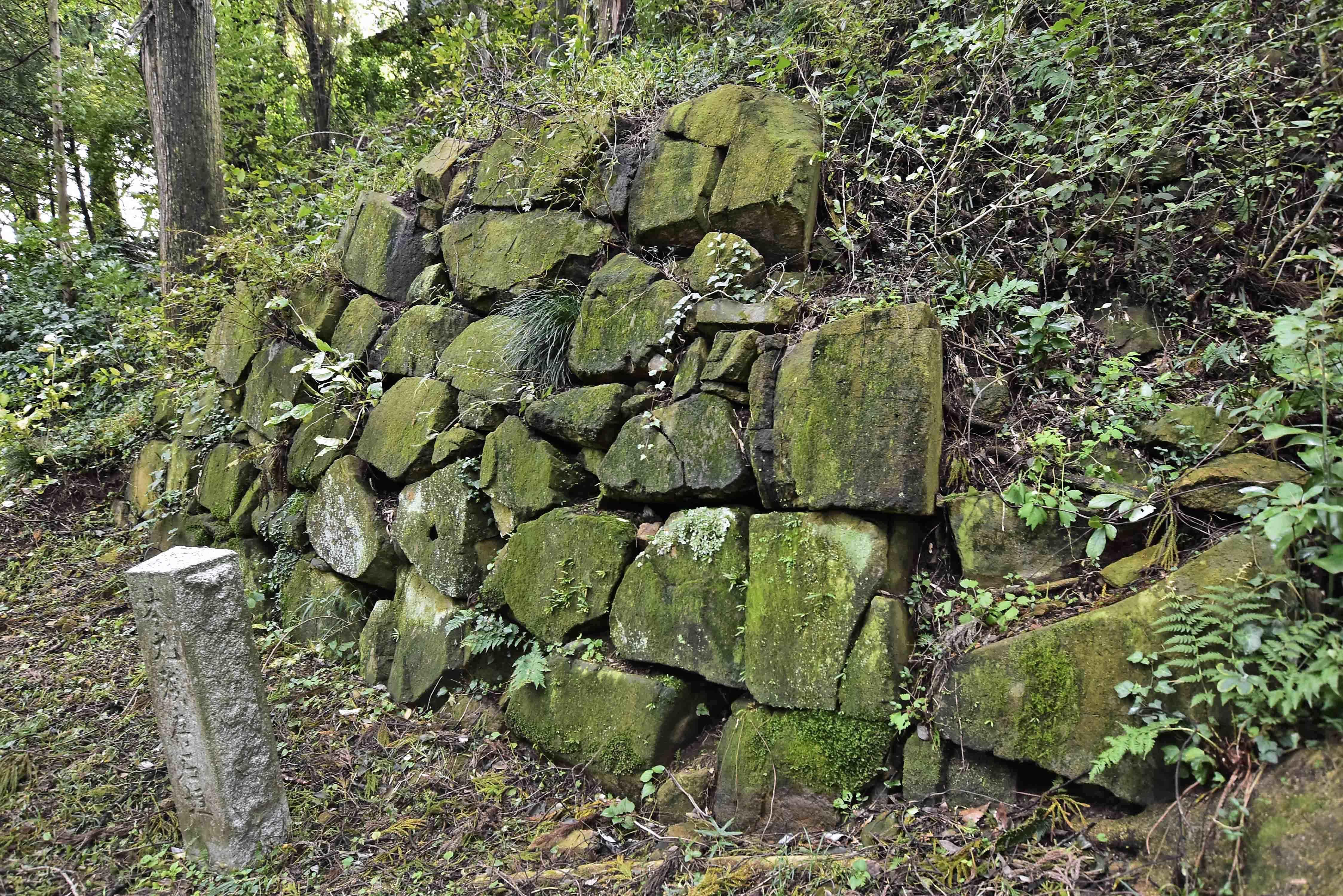 実城の石垣