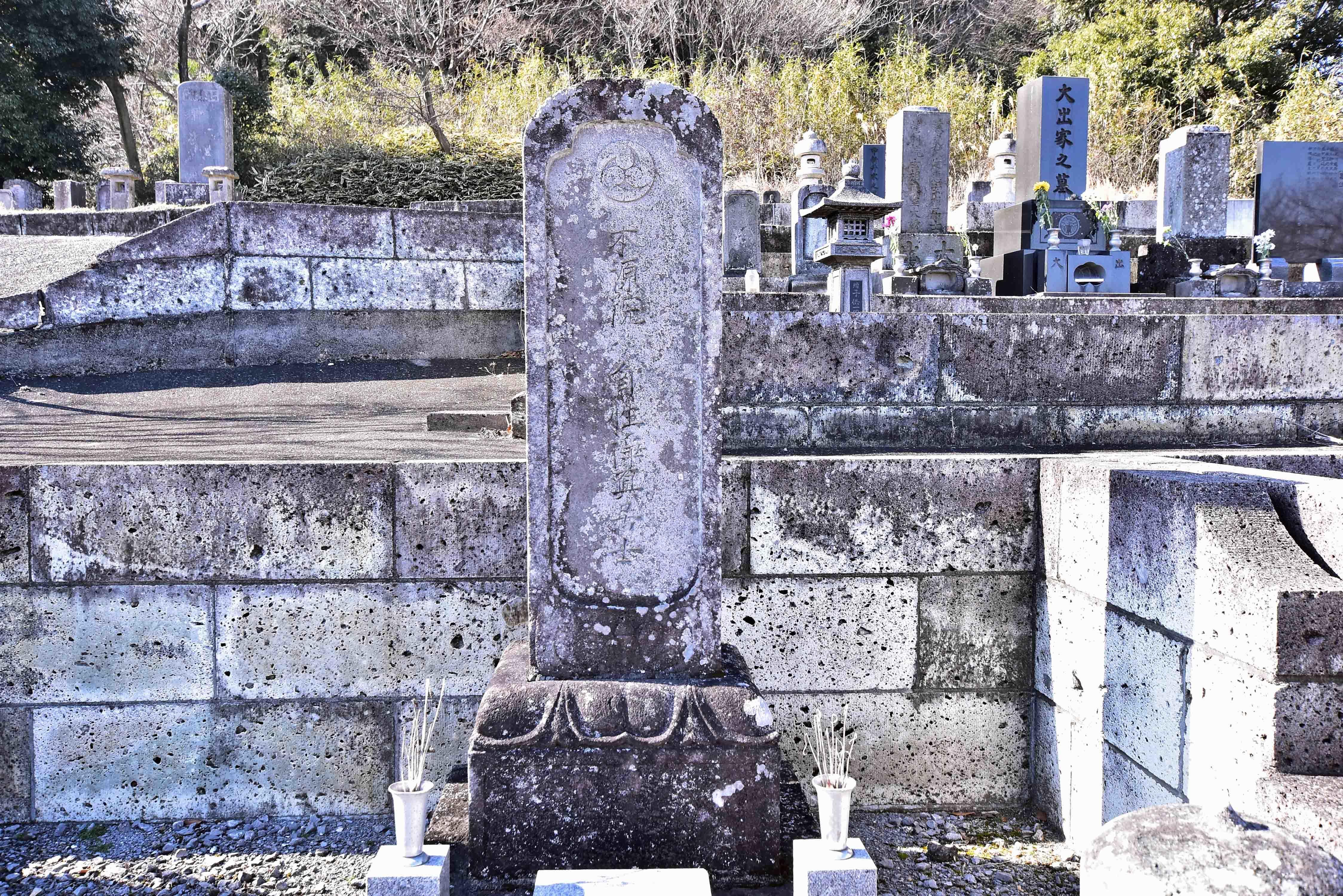 西方代四郎景高の墓