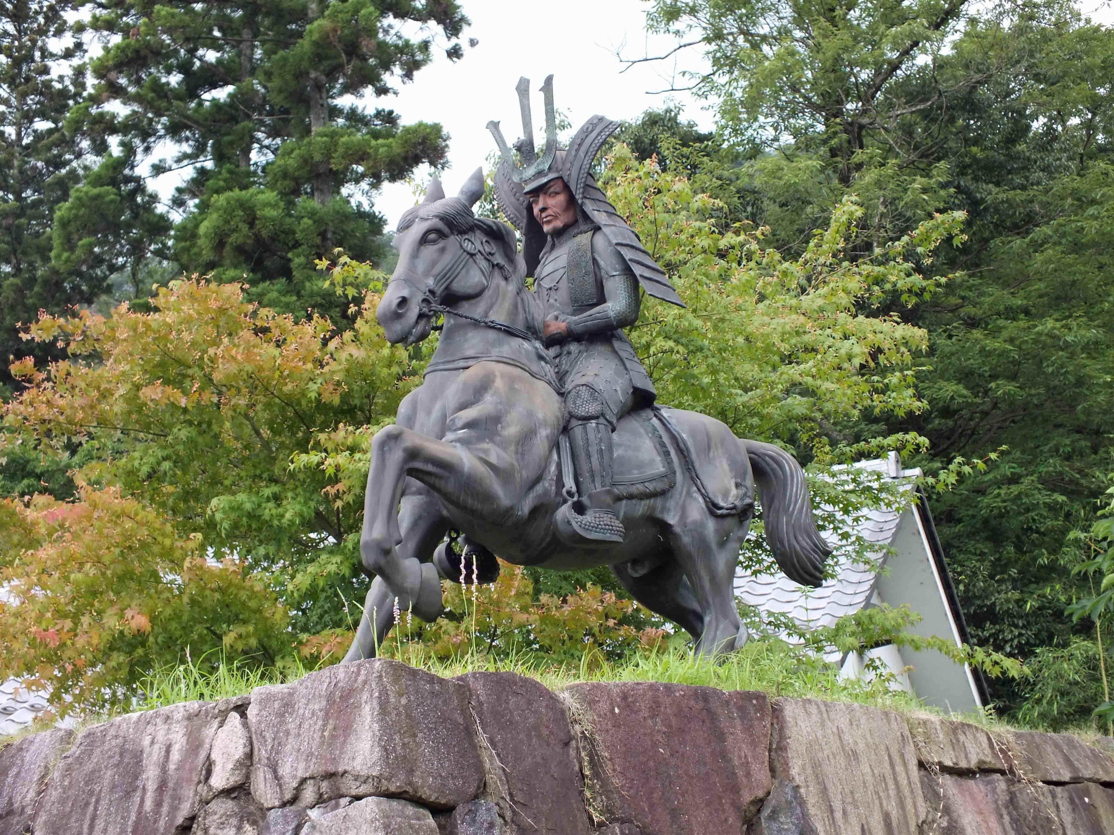 佐々木騎馬像