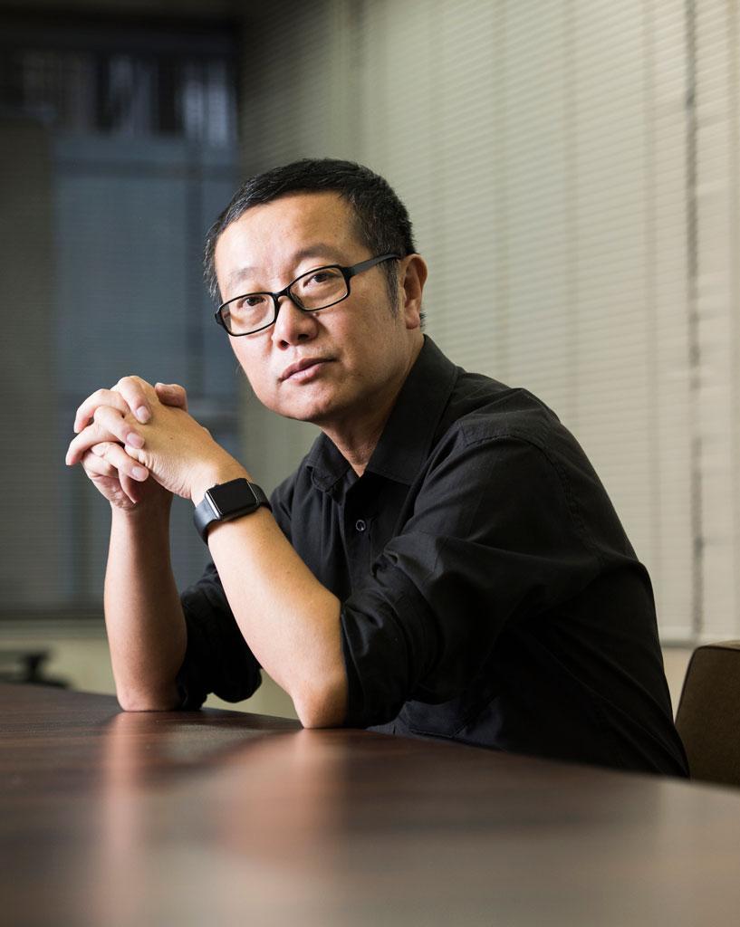 リウ・ツーシン/1963年、山西省陽泉生まれ。発電所でエンジニアとして働くかたわらSF小説を執筆していた。日本のSF作品にも詳しい(撮影/工藤隆太郎)