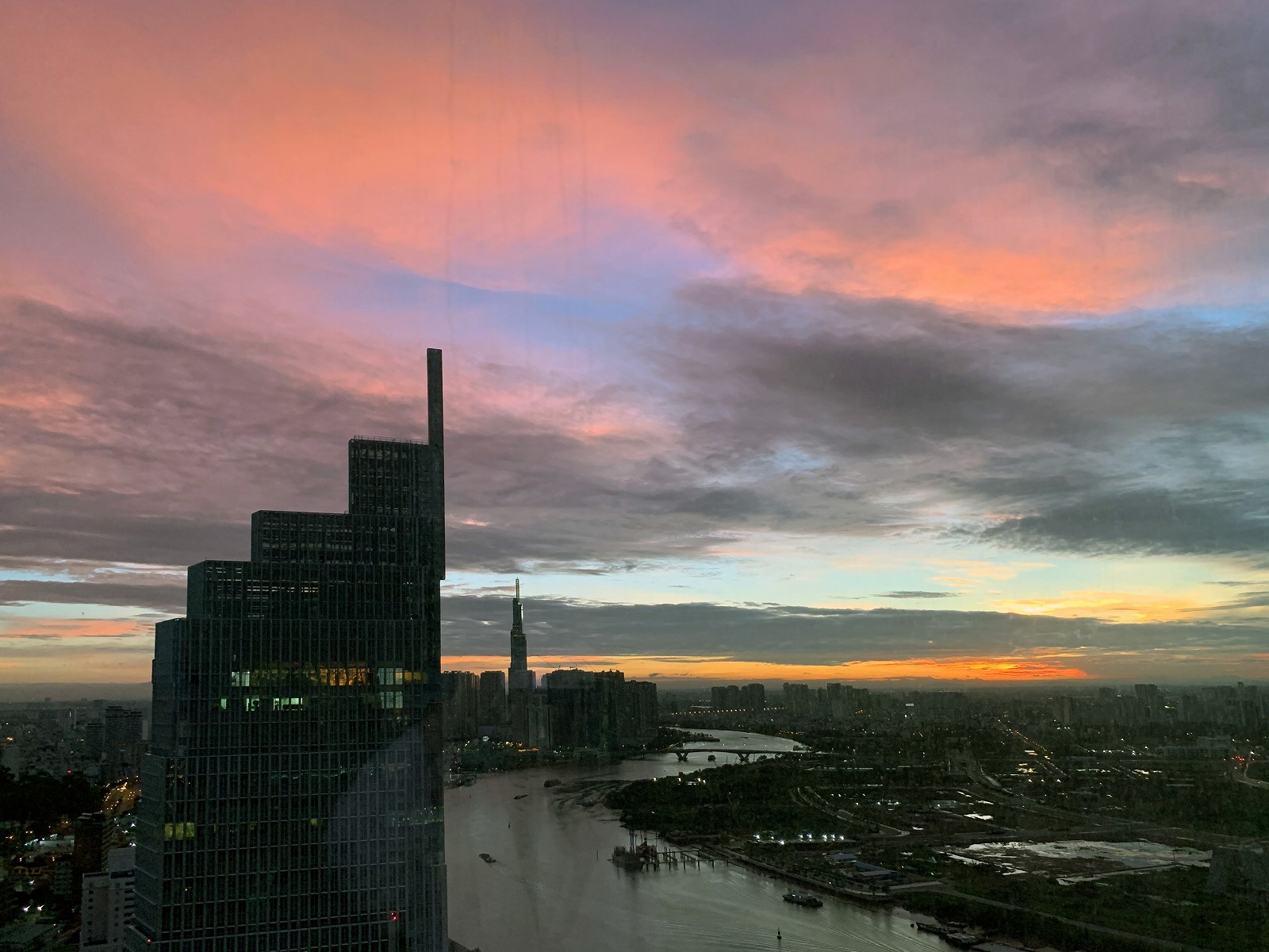 Sunrise at The Reverie Saigon (Panorama Deluxe)
