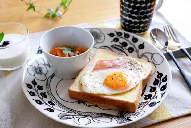 ブラックパラティッシ・目玉焼き・朝食①