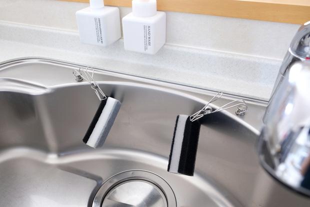 無印・PET詰替ボトル ホワイト 250ml用・ワイヤークリップ・キッチン・シンク・洗剤ボトル・スポンジ収納①