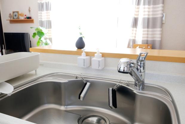 無印・PET詰替ボトル ホワイト 250ml用・ワイヤークリップ・キッチン・シンク・洗剤ボトル・スポンジ収納②