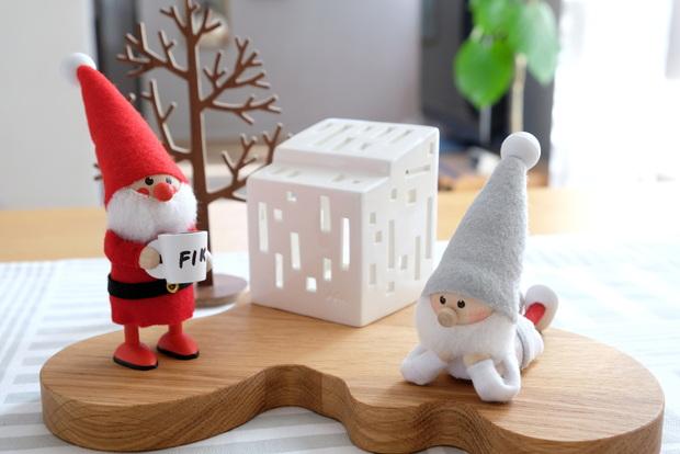 2019年・ノルディカニッセ・寝転がるサンタ・クリスマス・マグカップを持ったサンタ・サービングプラター①