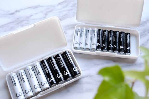 キャンドゥ・モノトーン乾電池・マンガン電池・アルカリ電池・SDカードケース①キャンドゥ・モノトーン乾電池