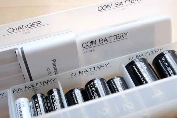 キャンドゥ・モノトーン乾電池・SDカードケース・ボタン電池収納①