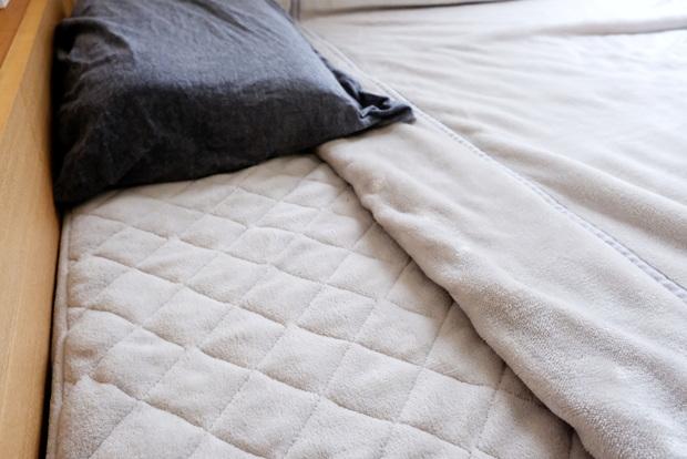 マイクロファイバー・パッド一体型ボックスシーツ・寝室・ベッド・毛布①