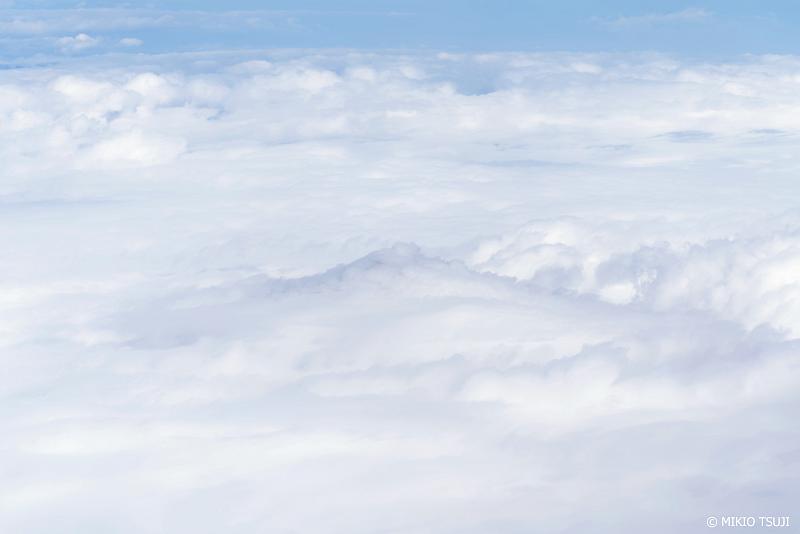 絶景探しの旅 - 1125 雲の衣をまとう富士山 (静岡県上空)