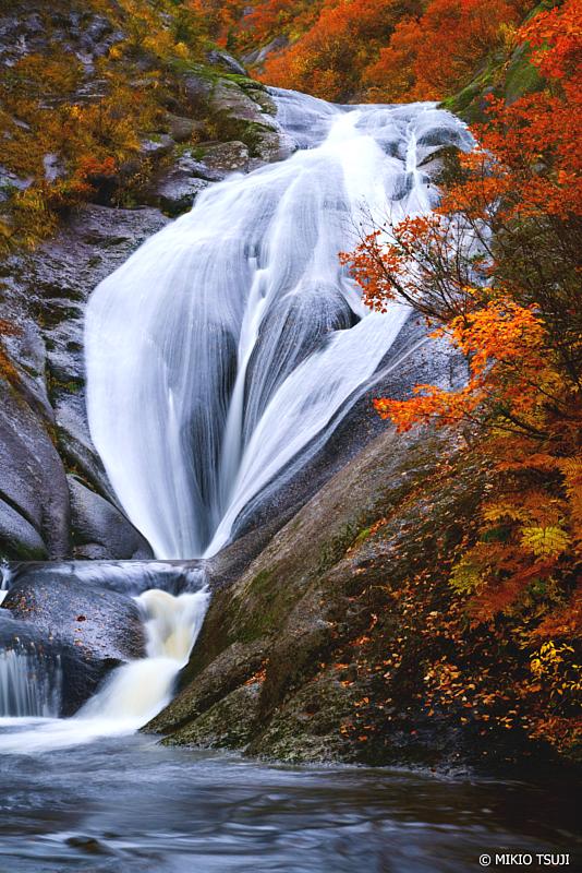 絶景探しの旅 - 絶景写真 1140 秘境の女滝 桃洞の滝 (秋田県 北秋田市 森吉)