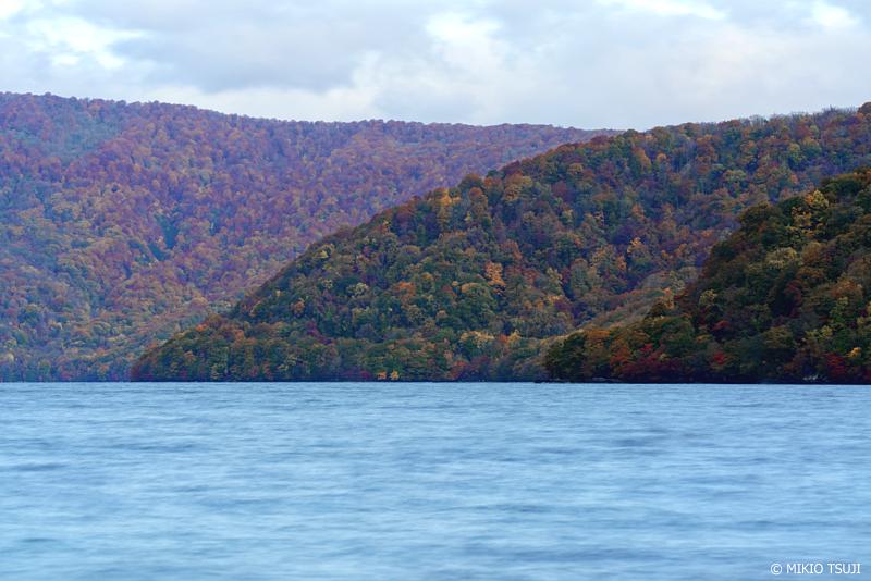 絶景探しの旅 - 絶景写真 1145 十和田湖の重なり合う秋 (青森県 十和田市)