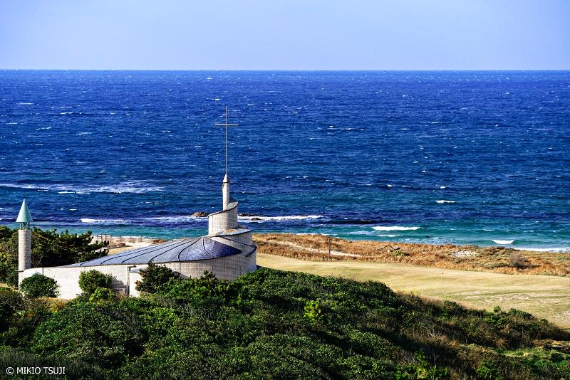 絶景探しの旅 - 絶景写真 No.1181 冬の海辺の教会 (山口県 下関市)