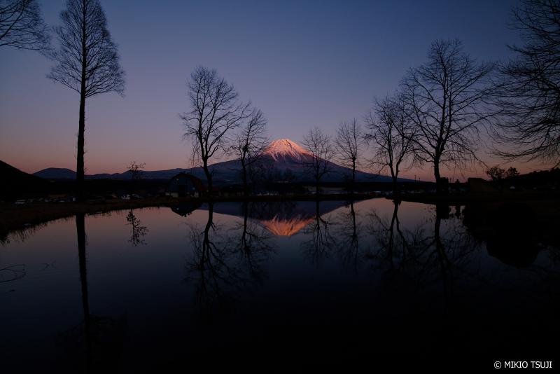 絶景探しの旅 - 絶景写真 No.1196 日没に赤く染まる富士山 (ふもとっぱら/静岡県 富士宮市)