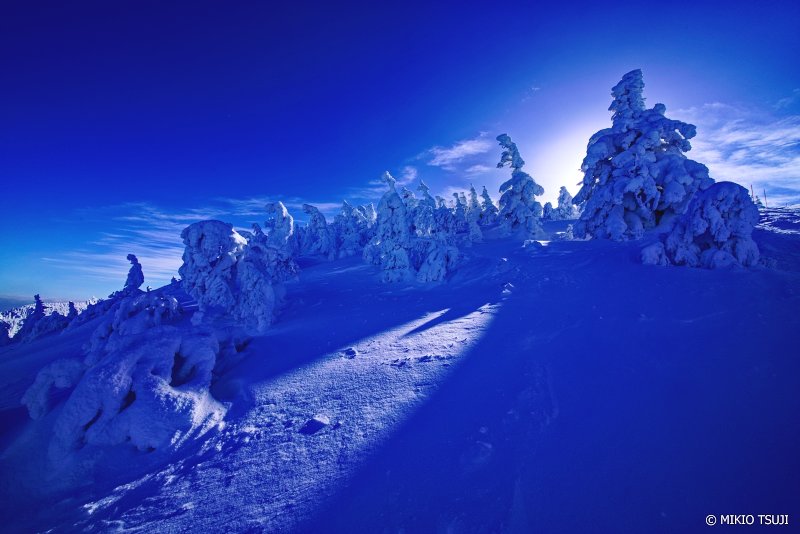 絶景探しの旅 - 絶景Photo No.1214 青い雪面 (八甲田山 青森市)