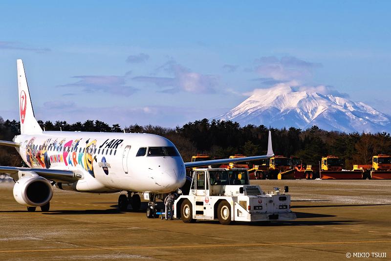 絶景探しの旅 - 絶景Photo No.1229 青森空港から岩木山を望む (青森県 青森市)