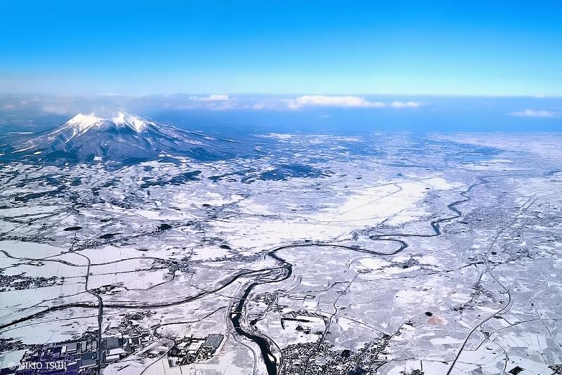 絶景探しの旅 - 絶景Photo No.1230 岩木山の空からパノラマ風景 (青森県上空)