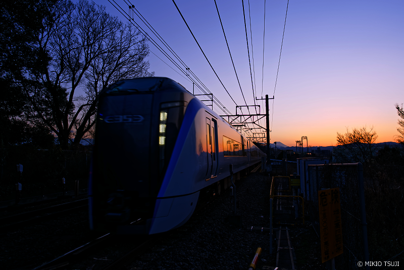 絶景探しの旅 - 絶景Photo No.1241 マジックアワー (中央線/東京都 日野市)